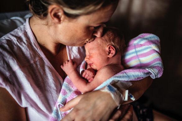 Sasha-Faint-photography-mum-and-newborn